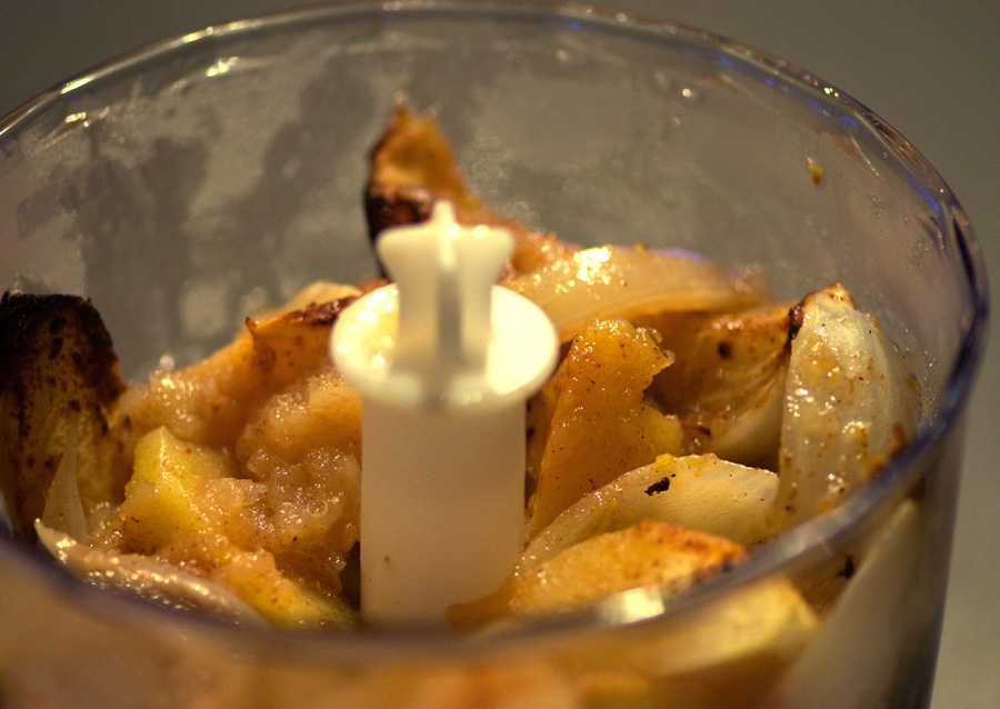 Roasted apples and onions in the blender