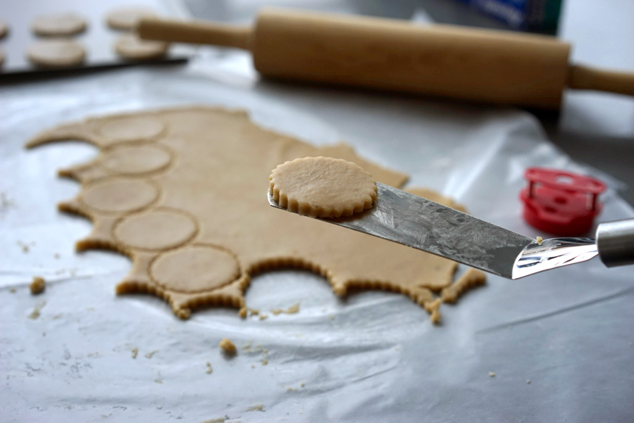 handle cookies carefully with an offset spatula